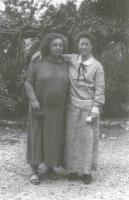 Fig. 9: Maja Einstein con Elsa Staude. (Circa 1933)